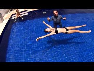 Плавание на спине: почему тонут ноги? Как держаться в воде вертикально, не двигаясь. Денис Тараканов