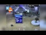 Камера сняла на видео обрушение потолка в ТЦ в Краснодаре