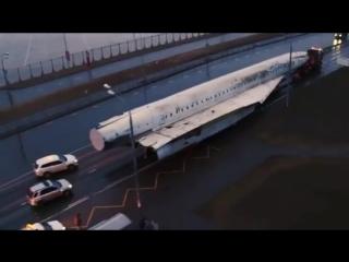 Как перевозят самолет по Казани vk.com/vkazani