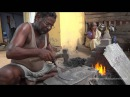 Indian Blacksmith making Billhooks Indischer Schmied beim Hippen schmieden