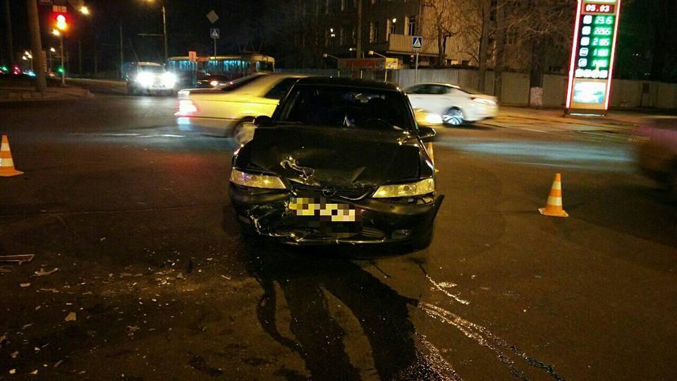 Автомобиль смяло влепешку вХарькове. Пострадали несколько человек
