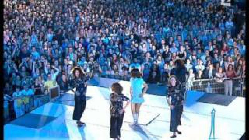 Alizée - J'ai Pas Vingt Ans! Live (2003-06-21 - La Fête De La Musique - France 2)