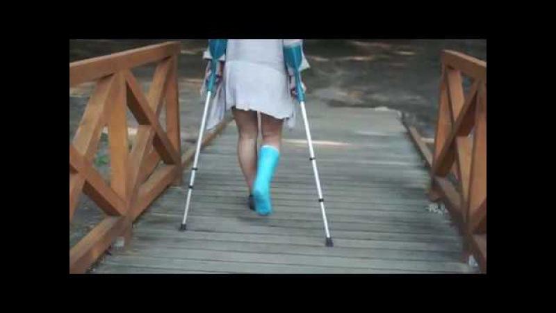Maria real short leg cast trailer