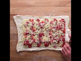 Пицца-ролл с колбасками и сыром