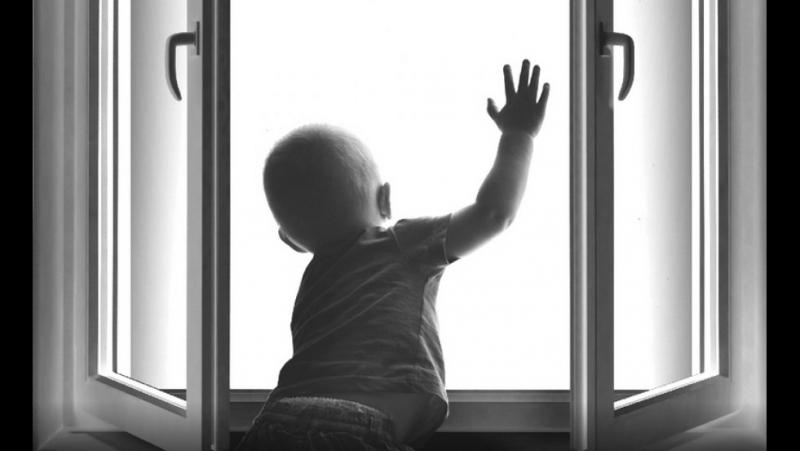 4-летний ребёнок выпал из окна. Это далеко не единственный случай