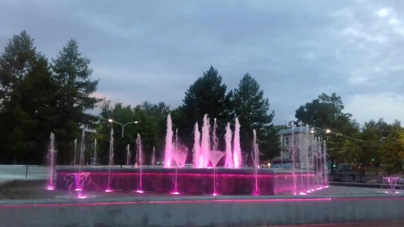 Новый фонтан на площади К.Маркса. 23 июня 2017