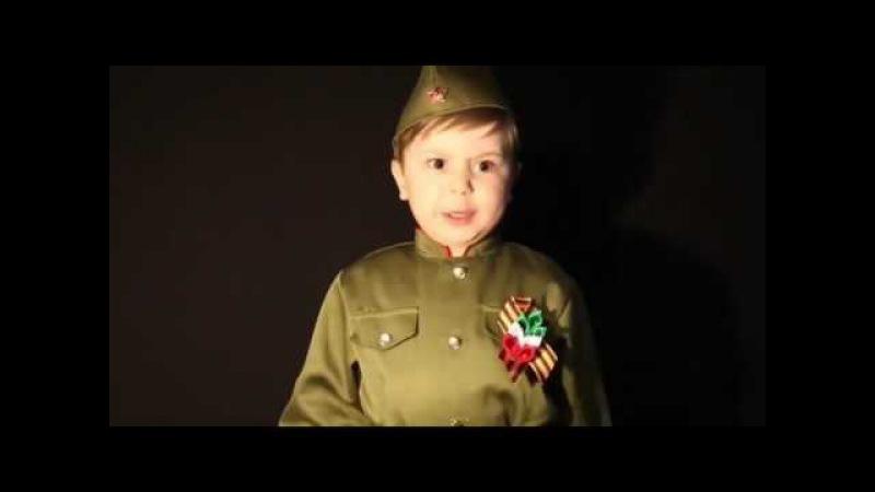 4 летний мальчик поет Священную войну