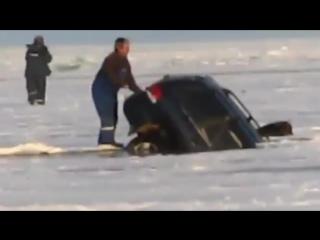 Утопление автомобиля BMW X5. Видео с места ДТП