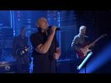 Фил Коллинз исполняет In The Air Tonight на шоу Джимми Фэллона (25.10.2016)