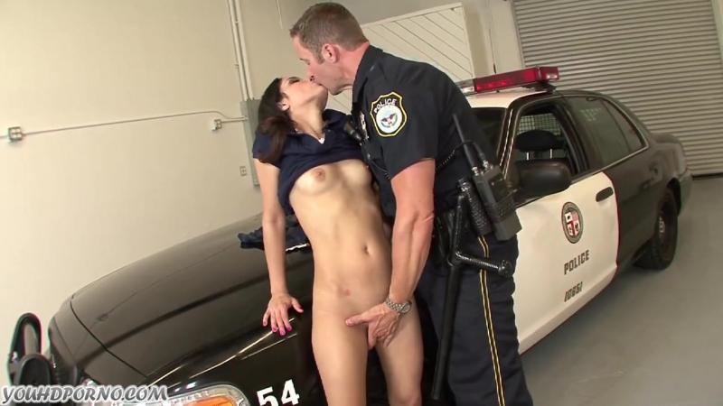 seks-v-politseyskogo