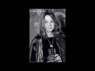 Беттина Реймс черно-белое эротическое фото