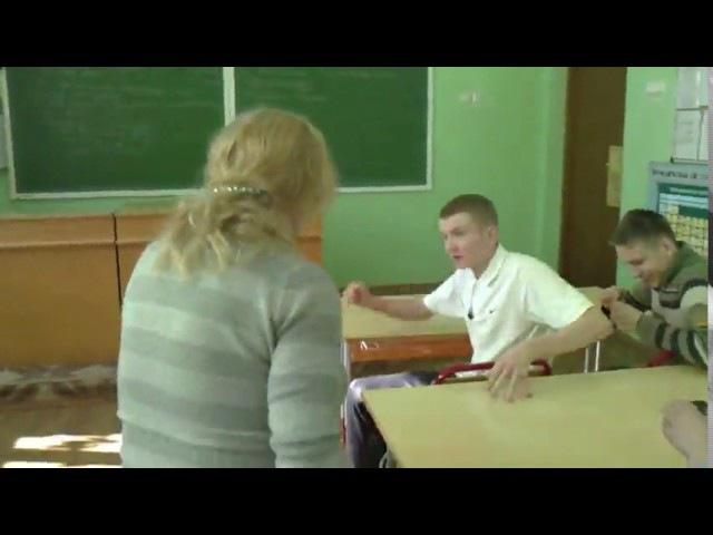 Изверг надел корзину на голову учительницы | бандит | преступник | Светлана Тополь | статья | русское порно |пту | учительница |