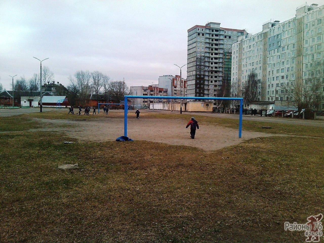 В социальных сетях пишут, что в Дядьково появился незнакомец, который выискивает детей