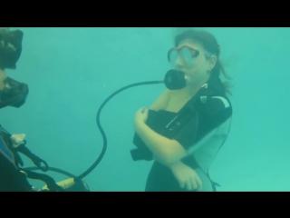 OWD Scuba skills training. Potápění Brno. Sundání potápěčské výstroje.