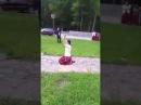 Цыганка клянется на коленях перед крестом