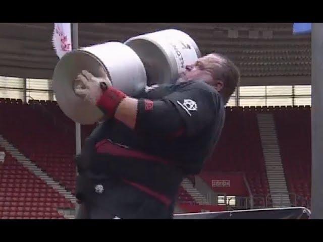 Dimitar Savatinov sets WORLD RECORD 143kg Dumbbell Press!! 2017 Ultimate Strongman Summermania