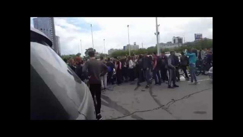 Челябинские подростки атаковали полицейских на фестивале красок Холи