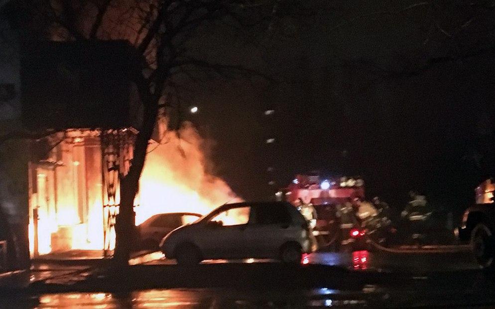 В Таганроге подожгли Daewoo Nexia, от огня пострадали еще два автомобиля
