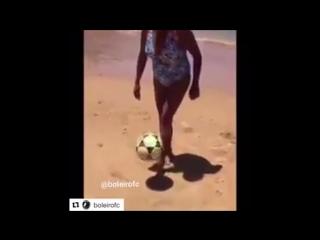 Женщина из Бразилии обращается с мячом круче Кокорина