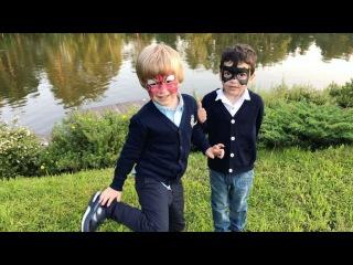 Сын Жени Феофилактовой Дэни вместе со своим другом Марком играют в супергероев