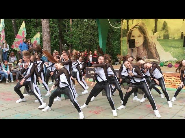 Ya-La, группа Подростки, школа TODES-Обнинск, выступление на празднике ХоллиКраски, Городской парк (Старый город), Обнинск, 28 мая 2017