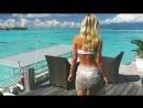 Красивая девушка с шикарной фигурой на море Девушка в купальнике