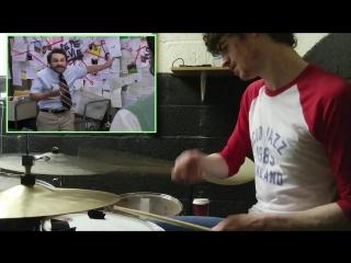 Барабанщик потрясно играет под диалог из сериала