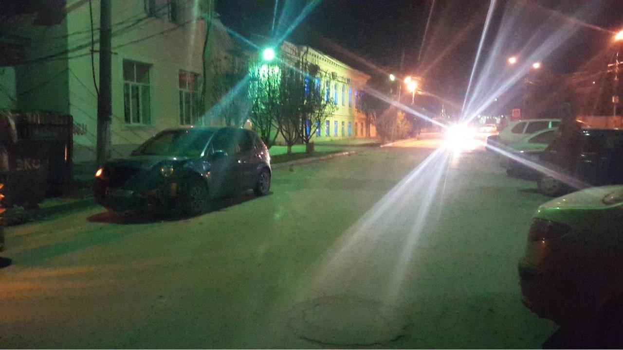 В Таганроге столкнулись Daewoo Nexia и Ford Fiesta, пострадали две женщины