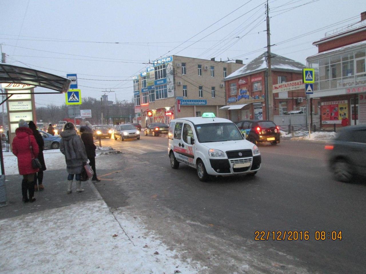 В Таганроге таксист сбил женщину на пешеходном переходе