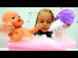 Купаем #БебибонЭмили  вместе с подружкой Машей 👯 Делаем пену для ванны 🛀 Видео ...