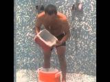 Александр Овечкин поддерживает благотворительный флэшмоб Ice Bucket Challenge (instagram хоккеиста)
