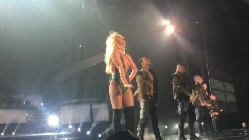Britney Spears - Work Bitch (Piece of Me 2-1-17)