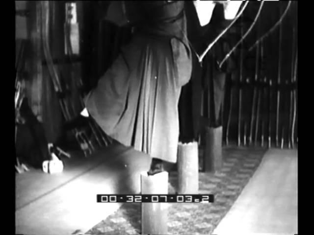 Arcieri giapponesi secondo la tradizione dei samurai.