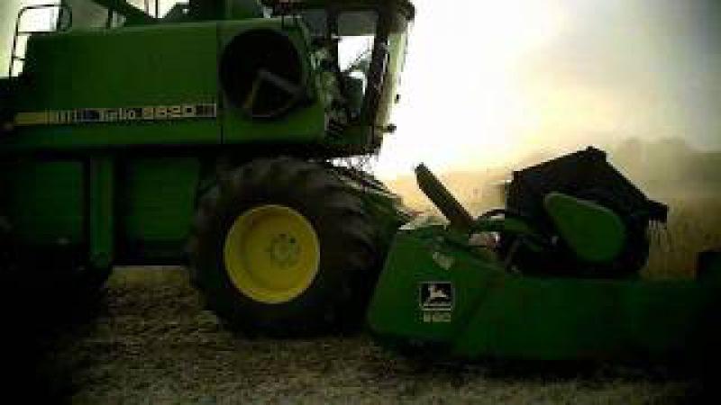 John Deere 6620 Harvesting Soybeans 2011