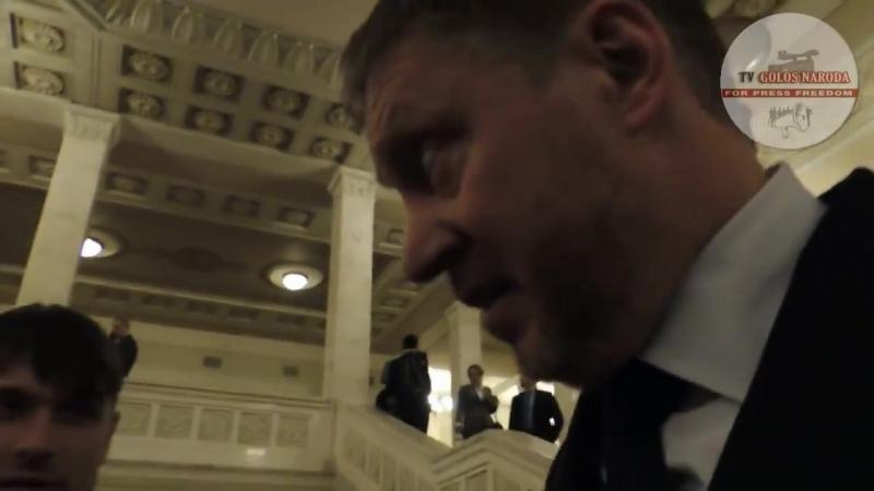 Майстер-клас від депутата ВР Як прикинутись дебілом. Народний депутат Денисенко проголосував за кількох своїх колег, після чо