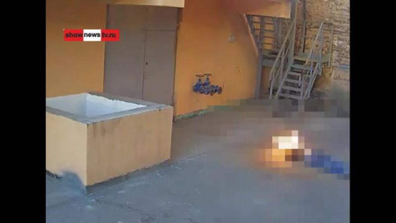 Мужик с горящей головой упал на юную парочку
