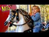 ♥ Большая Карусель Лошадки ♦ Катаемся на Аттракционе в Парке ♦ Детская Песня Л ...