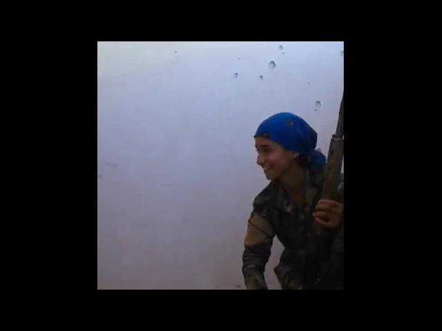 Курды. Пуля снайпера ИГ прошла в сантиметре от головы