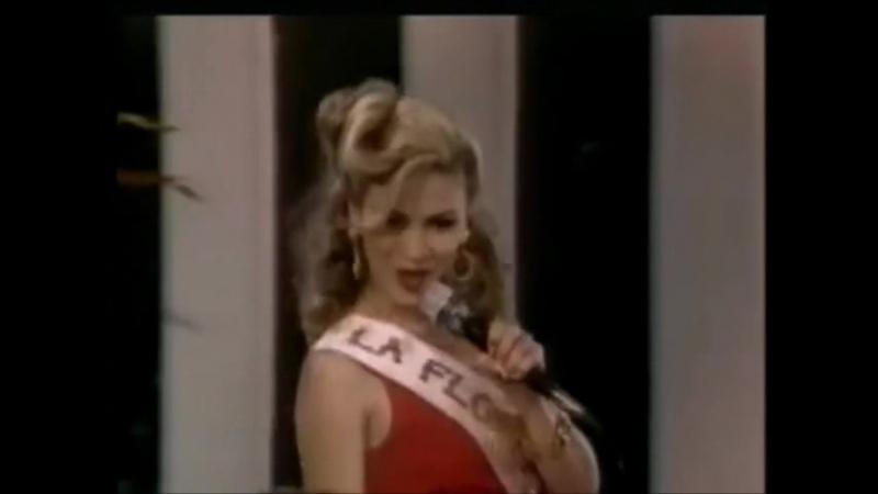 Илюминада исполняет песню на конкурсе красоты в поселке ( Вдова Бланко)