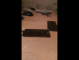 Ремонтирует iPhone 5. Замена дисплейного модуля и корпуса.