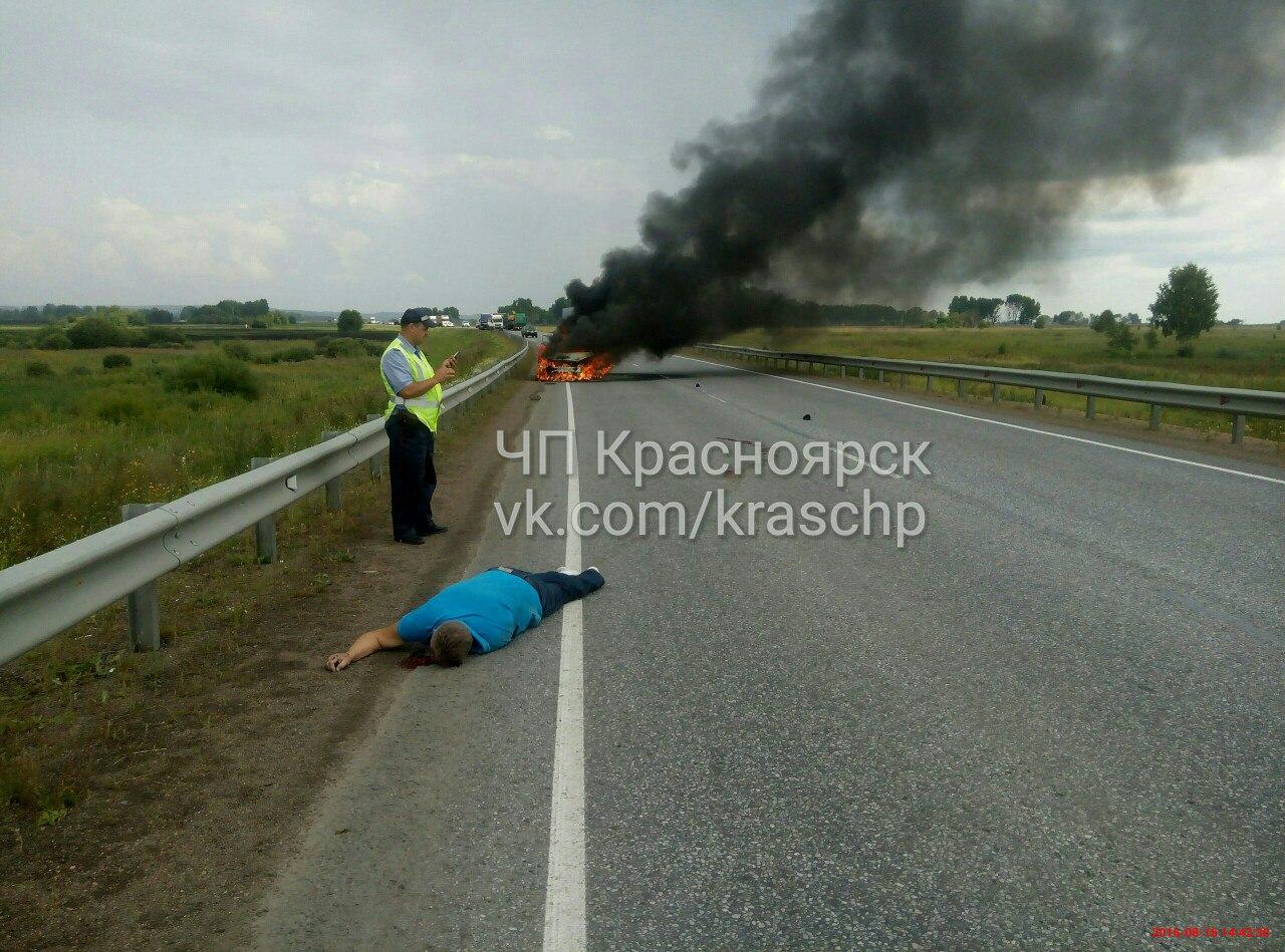 ВКрасноярском крае мужчина выскочил изгорящего авто ибыл сбит насмерть