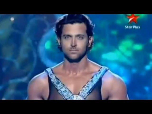 Танцует индийский актёр Ритик Рошан