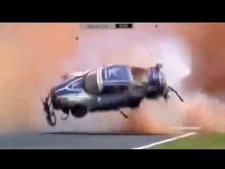 Жесткая авария во время гонки автомобиль в хлам смотри