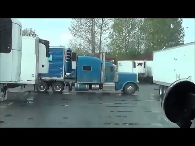 Дальнобойщик перегородил дорогу