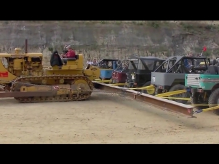 Caterpillar D8 VS 20 Toyotas! Extreme 4x4. Трактор Caterpillar D8 против 20 Toyotas