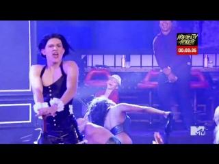 Том Холланд в образе Рианны в телешоу «Lip Sync Battle»