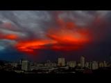 Золотая Нибиру видна близ Солнца на закате. Красная пыль окутала небо!