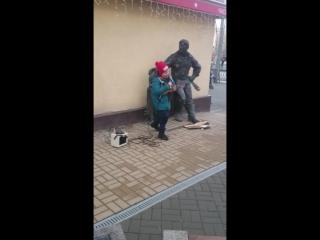 ВитьОК Трубачев собирает деньги для голодных котов 1. Ростов. 7 января 2017