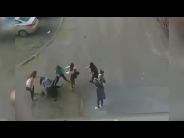Драка девочек-подростков в Норильске