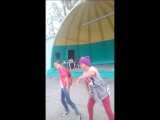 11 летние девочки танцуют с 5 летими